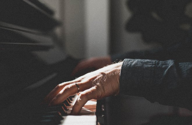 piano_hands_ring_music_116040_5616x3648